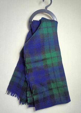 Зеленый шарф в крупную шотландскую клетку