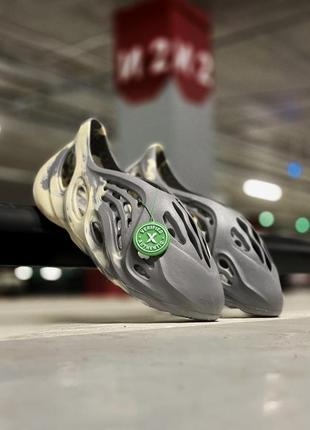 Мужские стильные летние спортивные тапочки сандалии adidas yeezy foam rnnr