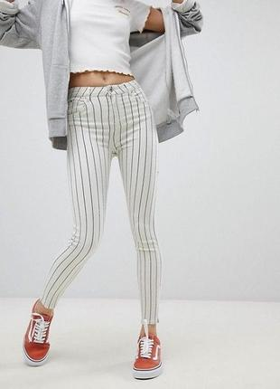 Белые джинсы скини высокая посадка  bershka
