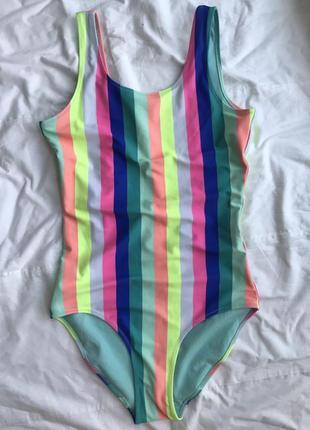 Яркий сдельный купальник в полосочку с открытой спинкой