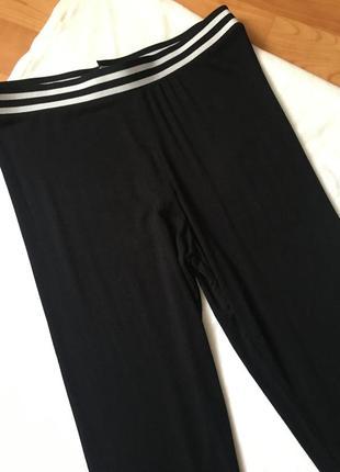 Новые леггинсы чёрные с чёрно-белой резинкой легкие2 фото