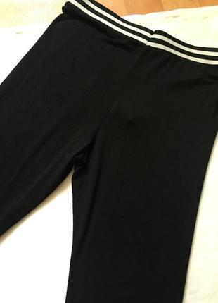 Новые леггинсы чёрные с чёрно-белой резинкой легкие5 фото