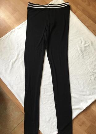 Новые леггинсы чёрные с чёрно-белой резинкой легкие4 фото
