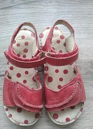 Кожаные фирменные сандалики на девочку clarks