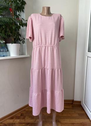 Розовое ярусное платье батал