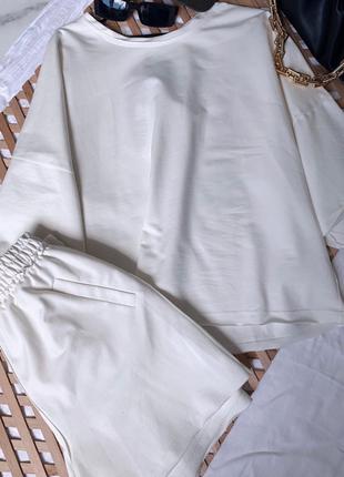 Стильный оверсайз костюм футболка и шорты в цветах в наличии3 фото