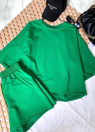 Стильный оверсайз костюм футболка и шорты в цветах в наличии2 фото