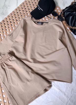 Стильный оверсайз костюм футболка и шорты в цветах в наличии4 фото