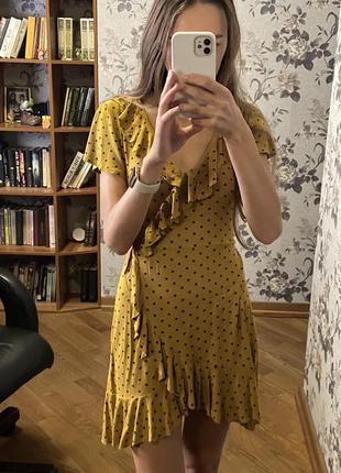 Горчичное летнее платье в горошек ретро