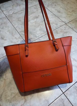 Яркая фирменная сумочка
