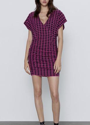 Трикотажное платье с v-образным вырезом
