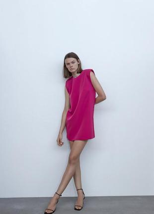 Платье мини розовое малиновое прямого кроя с широкими плечами подплечниками zara