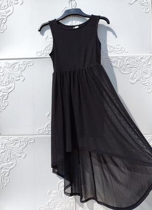 Стильное чёрное платье с хвостом из мягкого мелкого фатина h&m