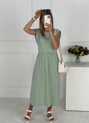 Платье миди с резинкой на талии, боковые карманы, закрытые плечи