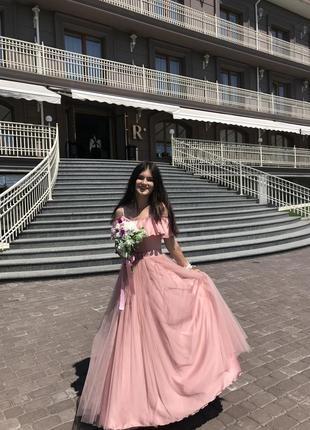 Рожеве плаття на випускний або весілля