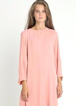 Натуральное платье нежного персикового цвета