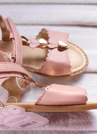 Очень мягкие розовые сандалии с сердечками. размер 27. 17 см