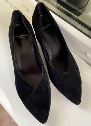 Классические замшевые туфли лодочки на устойчивом каблуке