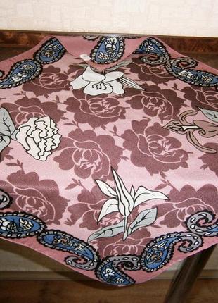 Винтажный, шейный платок из натурального шелка.