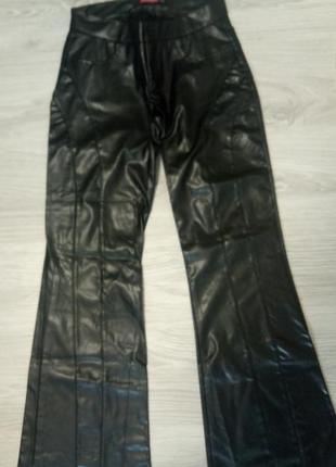Стильные штаны клеш из эко кожи smog с прошивкой