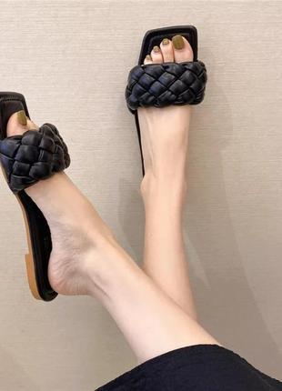 Женские чёрные шлёпанцы шлепанцы с квадратным носком и плетением косичка, ботега, жіночі шльопанці2 фото
