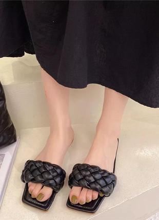 Женские чёрные шлёпанцы шлепанцы с квадратным носком и плетением косичка, ботега, жіночі шльопанці3 фото