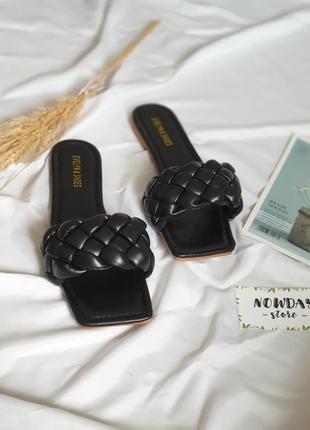 Женские чёрные шлёпанцы шлепанцы с квадратным носком и плетением косичка, ботега, жіночі шльопанці5 фото