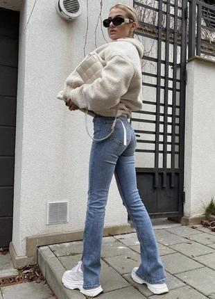 Крутые джинсы с разрезами снизу zara