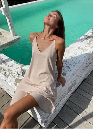 Легкое платье - сарафан на цепочках вместо бретелек.