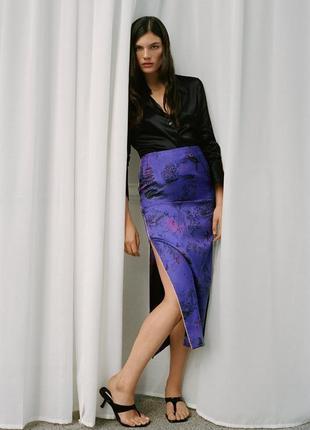 Cтильная атласная юбочка zara в китайском стиле кимано 42-44, 48-50