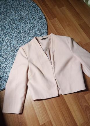 Короткий трендовый пиджак