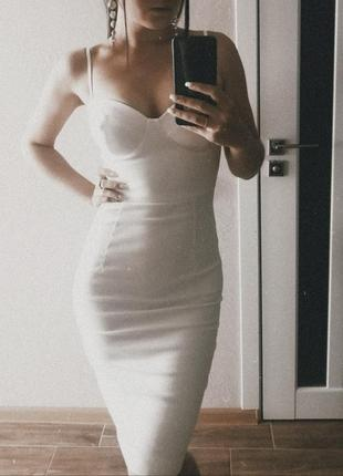 Белое платье бюстье