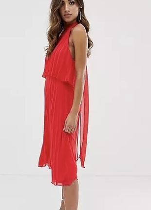 Плиссированное платье с завязкой на шее миди