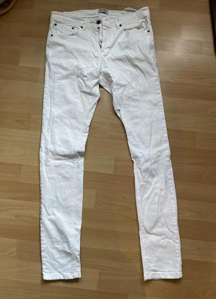 Білі завужені джинси