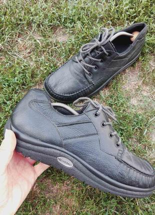 Спортивные кожаные туфли helvesko