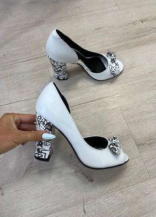 Туфли с открытым пальчиком с бантиком босоножки