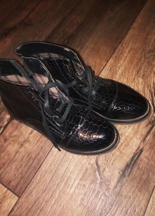 Ботинки кожвинил,лак