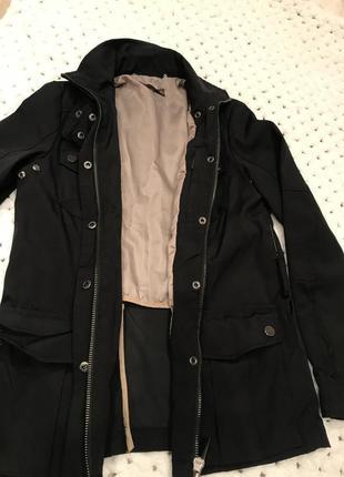 Женская черная куртка- рубашка с поясом