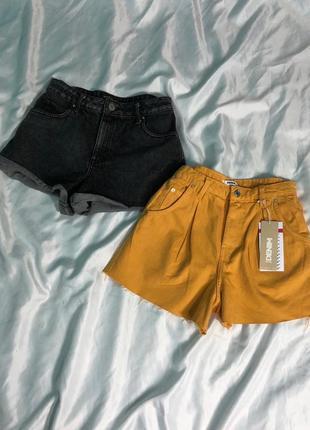 Яркие джинсовые шорты мом с защипами6 фото
