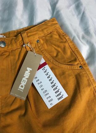 Яркие джинсовые шорты мом с защипами3 фото