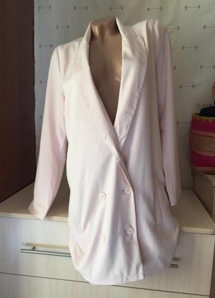 Пудровый длинный пиджак платье / удлинённый жакет
