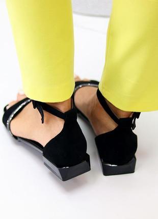 Босоножки с закрытой пяткой квадратный каблук