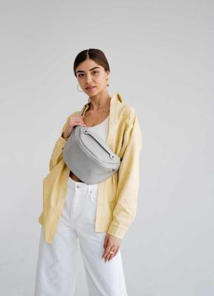 Женская сумка вместительная бананка aliri-614-01 серого цвета