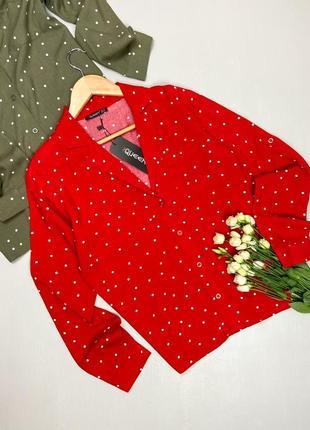 Красная блуза в горошек з v-образным вырезом queen