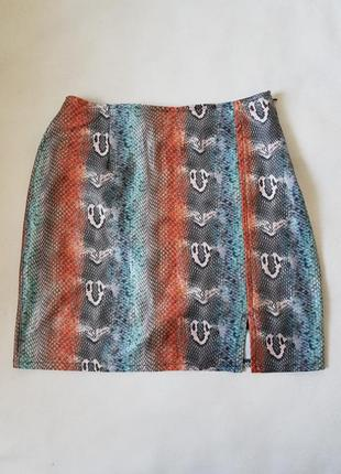 Красивая юбочка на подкладке из эластичной ткани.