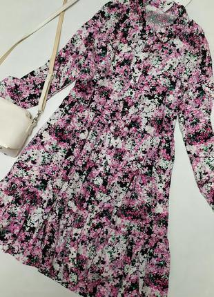 Чудесное платье свободного кроя в цветочный принт