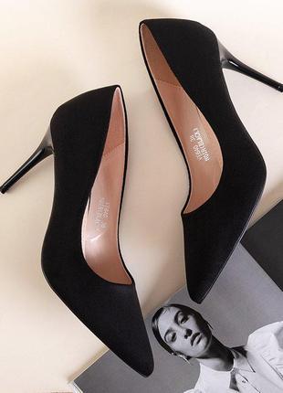 Чорні жіночі туфлі на високому каблуці