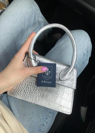 Кожаная мини-сумочка в стиле jacquemos