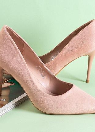 Світло-рожеві жіночі туфлі на високому каблуці