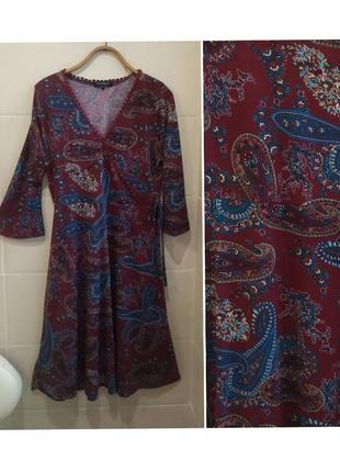 Платье миди в оригинальный принт